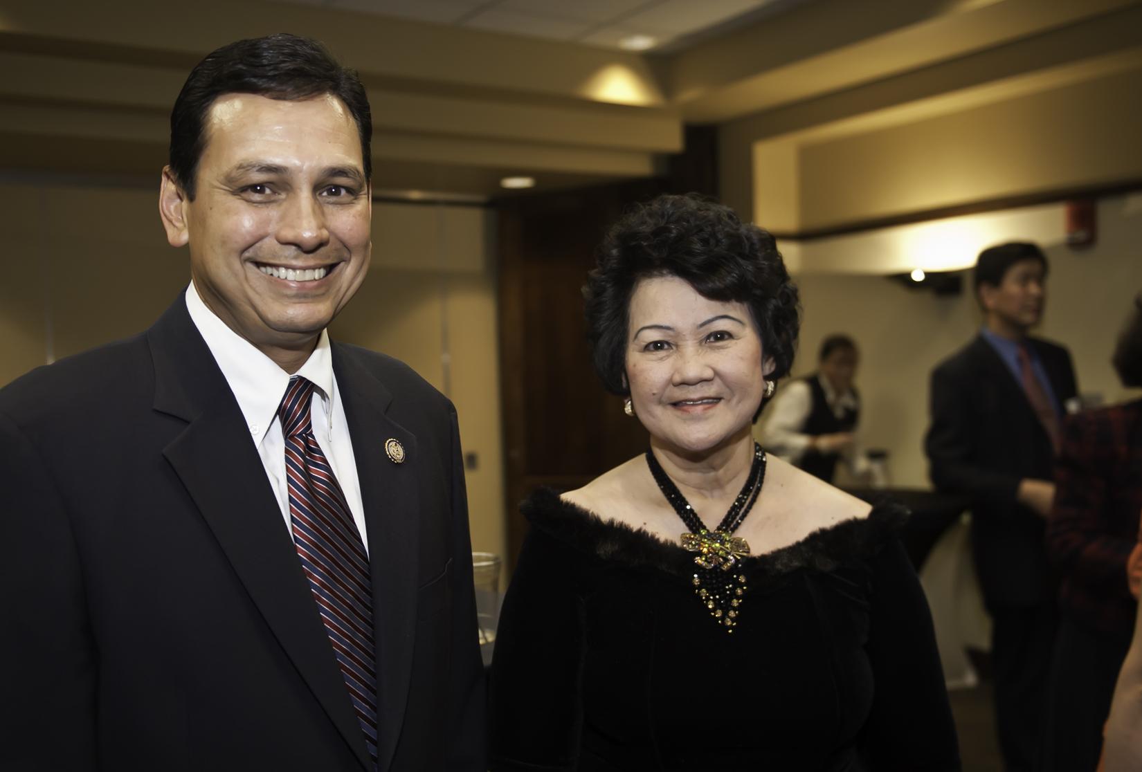Photo of Ohio Congressman Steve Austria and AHNA Director Mai Nguyen.