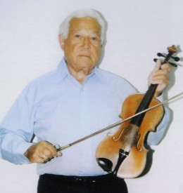 Photo of Robert Kahn with a violin