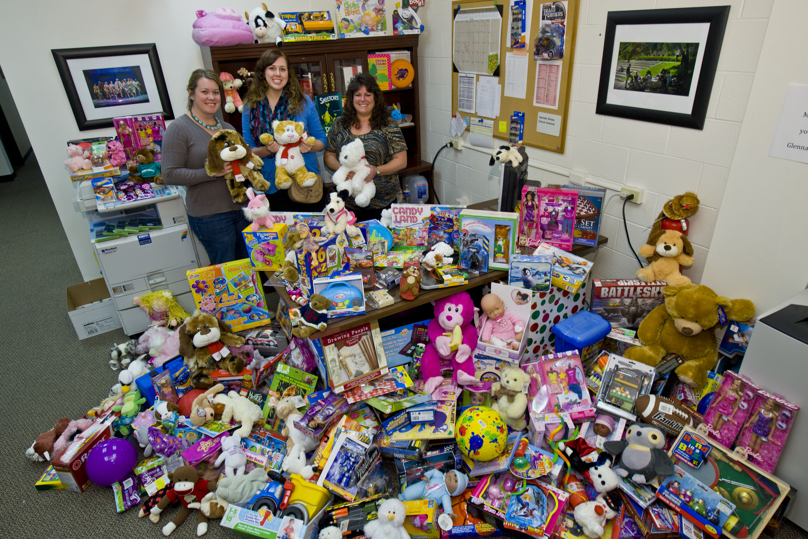 Toys At Christmas : Wright state newsroom donates nearly k