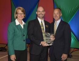 Dean Nathan Klingbeil accepts an Innovation Award