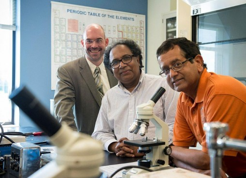 Nathan Klingbeil, Ahsan Mian and Raghu Srinivasan in lab
