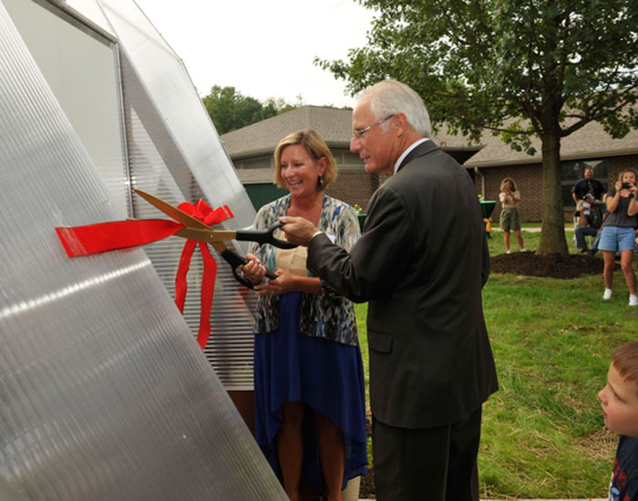Photo of Thorner and Hopkins cutting the ribbon